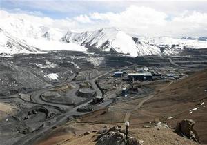 Жители села в Кыргызстане вновь перекрыли канадцам путь к золоту