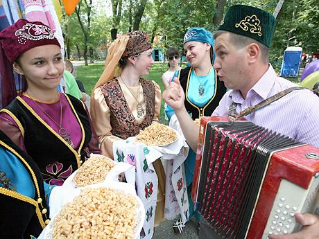 татары всегда знакомят с татарками