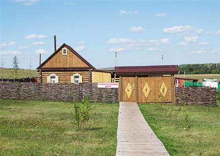 Свежий воздух, деревенские просторы, деревянный домик - что может быть лучше для отдыха горожанина?