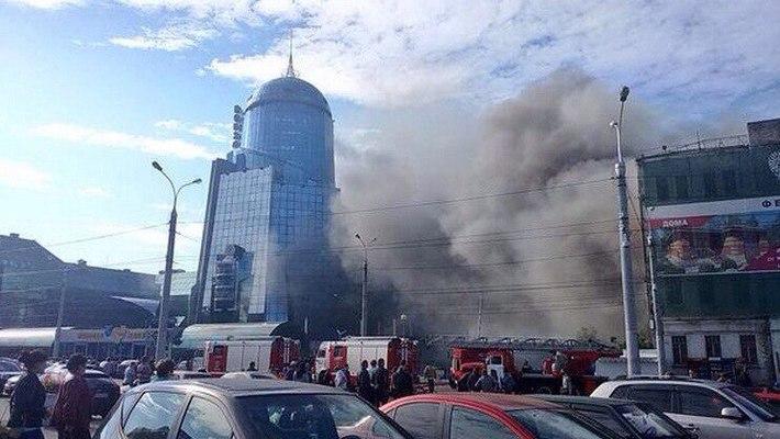Возле Ж/Д возкала в Самаре загорелось бывшее здание РОВД, очевидцы сделали фото