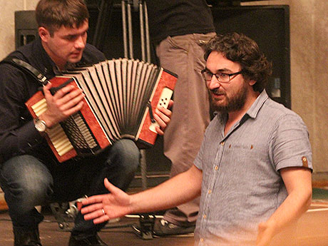 Ильгиз Зайниев, ранее более известный как драматург, уже не первый год активно осваивает режиссуру