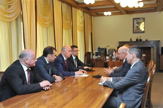 Губернатор обсудил с руководством GM-АвтоВАЗ перспективы выпуска обновленной Chevrolet Nivа