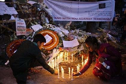 Мемориал жертвам атаки в Бангладеш