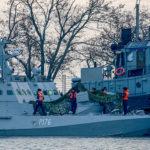 25ноября два малых бронированных артиллерийских катера «Бердянск» и«Никополь», атакже рейдовый буксир «Яны Капу», принадлежащие ВМС Украины, попытались пройти через Керченский пролив